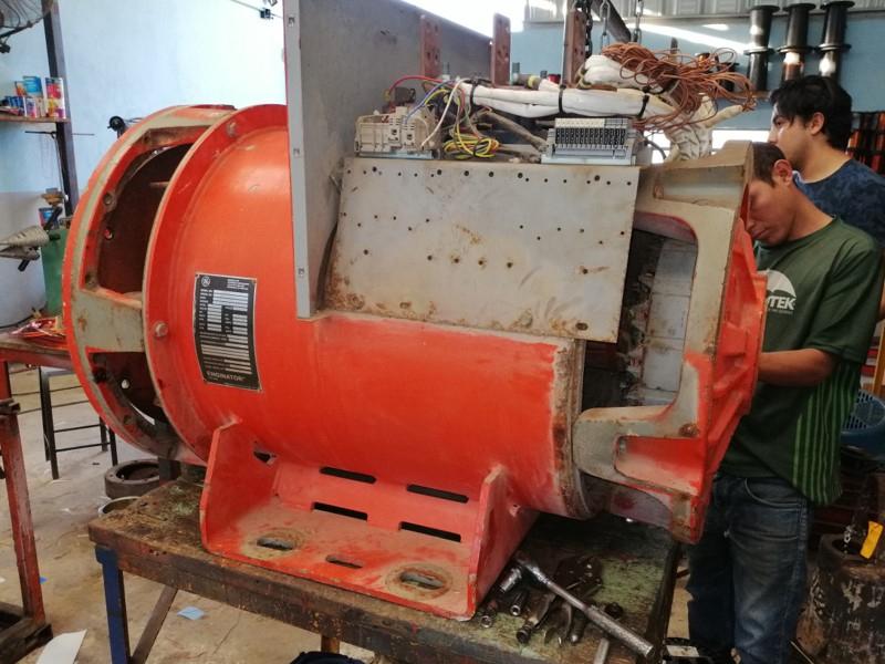 desarmando motor industrial